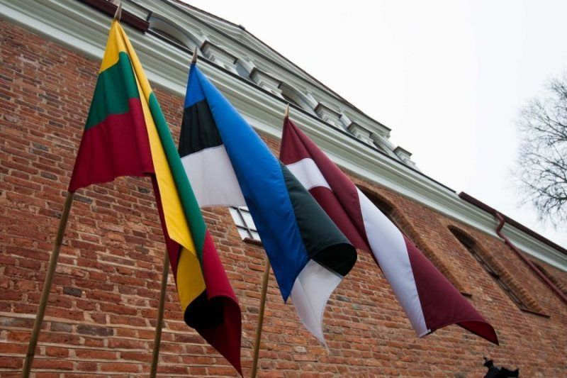 Остерегайтесь фальшивых новостей: Восточный фронт Европы предупреждает Запад - Bloomberg