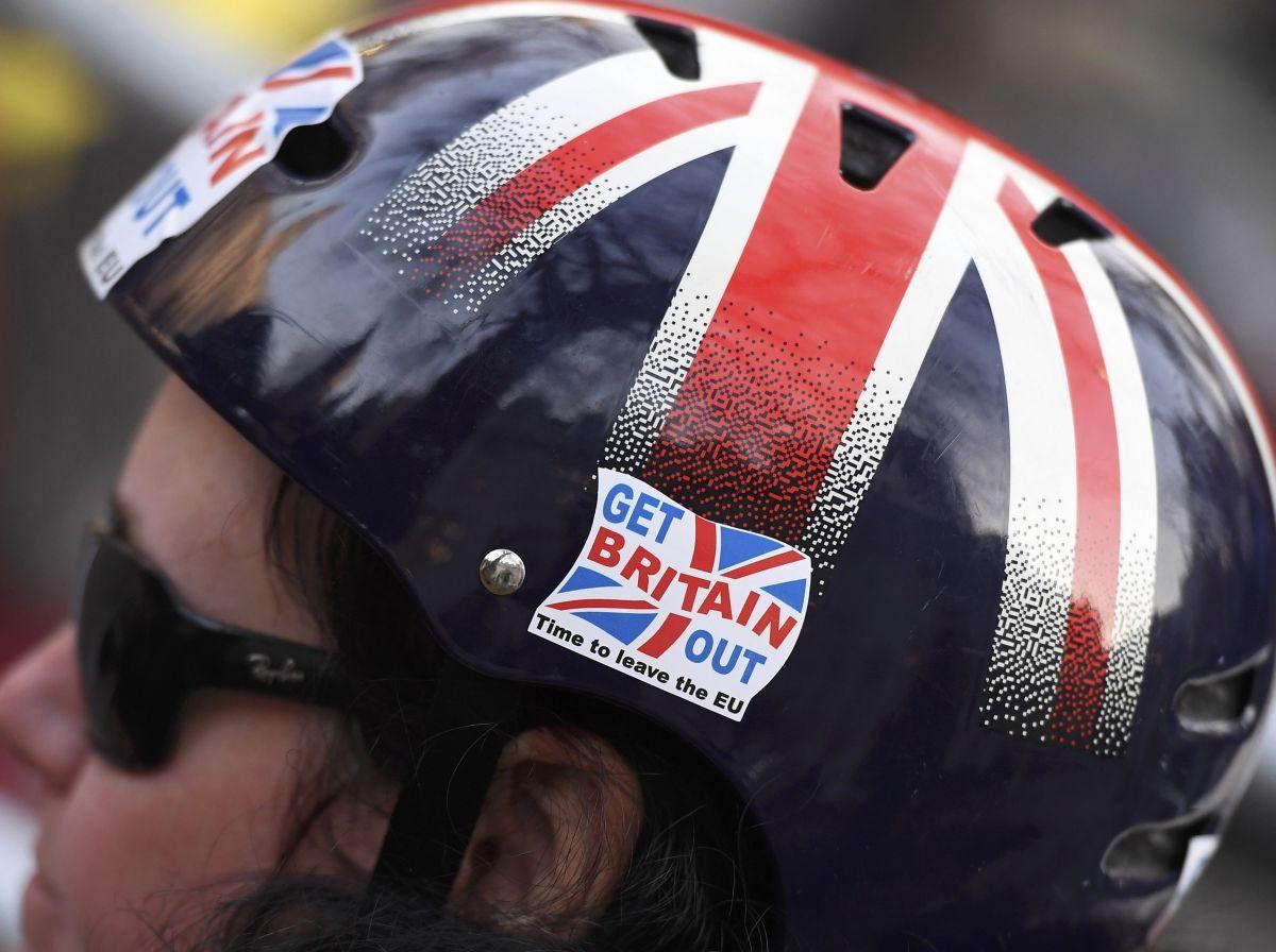 Кабмин Англии хочет форсировать прохождение закона оBrexit через парламент
