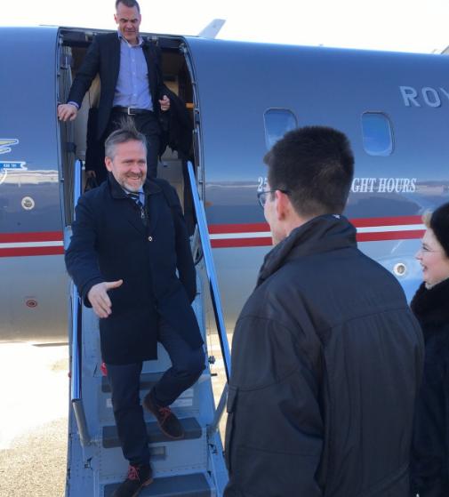 Руководителя МИД Украины иДании из-за обстрелов немогут попасть вШирокино