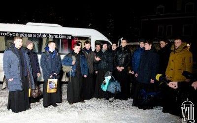 Різдвяна місія УПЦ відвідала 10 військових підрозділів і 10 блокпостів у зоні АТО - капелани про поїздку (відео) title=