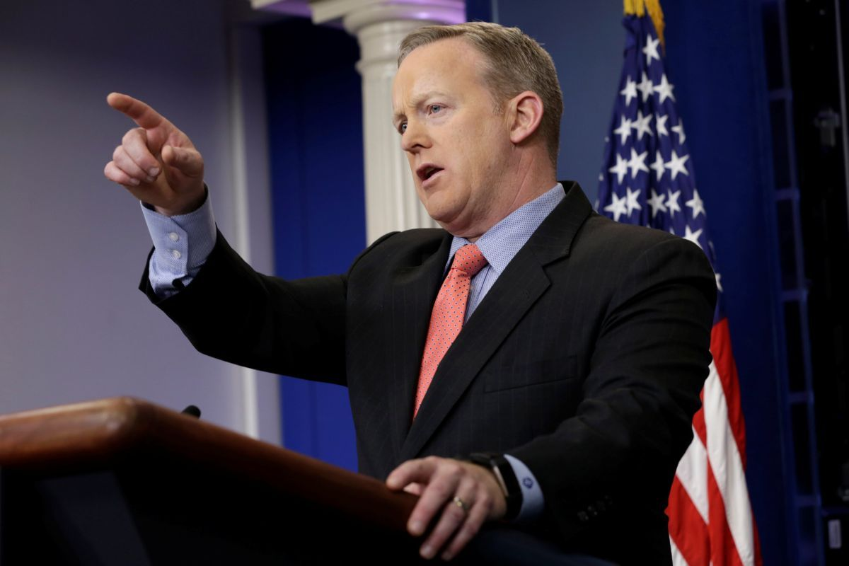 Трампа регулярно информируют оситуации вДонбассе— Белый дом