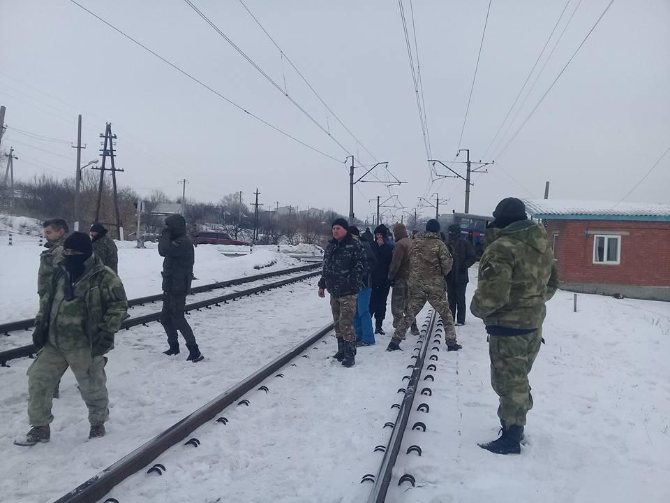 Участники блокады перекрыли железнодорожный переезд около Бахмута