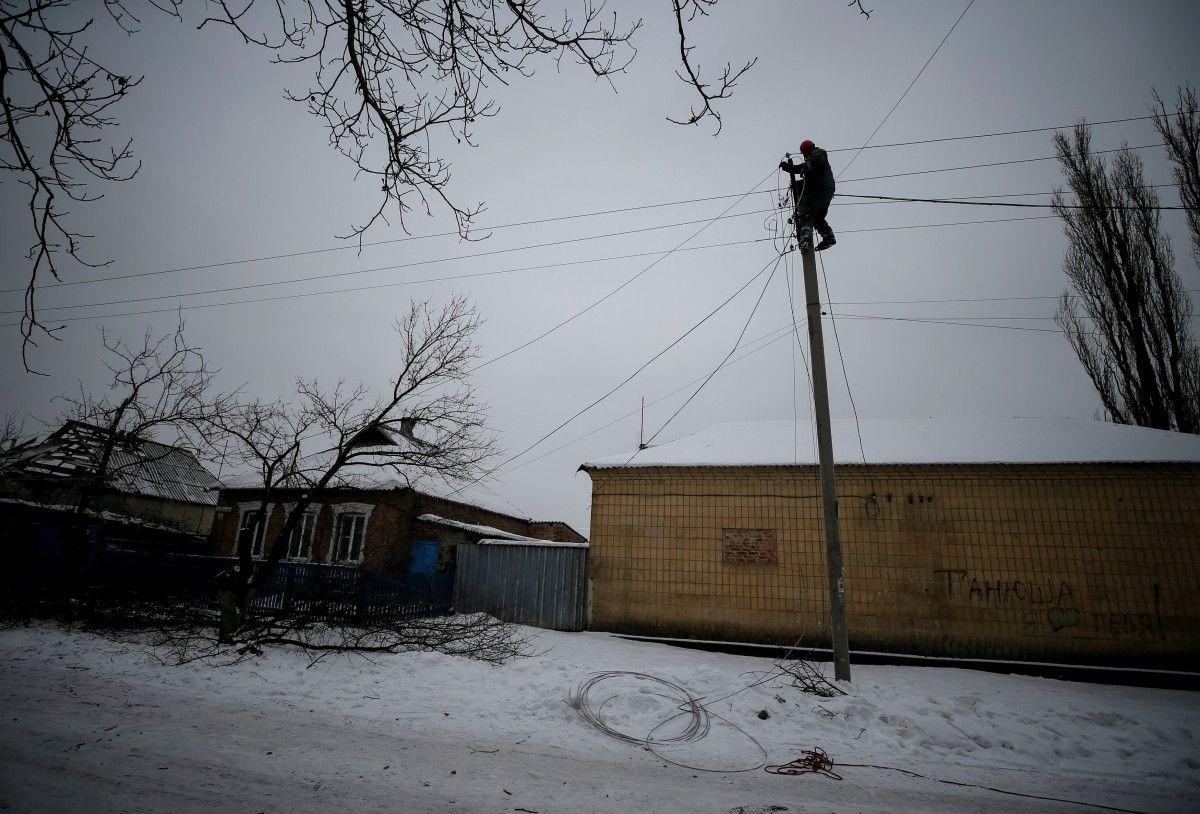Электрики несмогли приступить кремонту сетей из-за обстрелов— Ситуация вАвдеевке