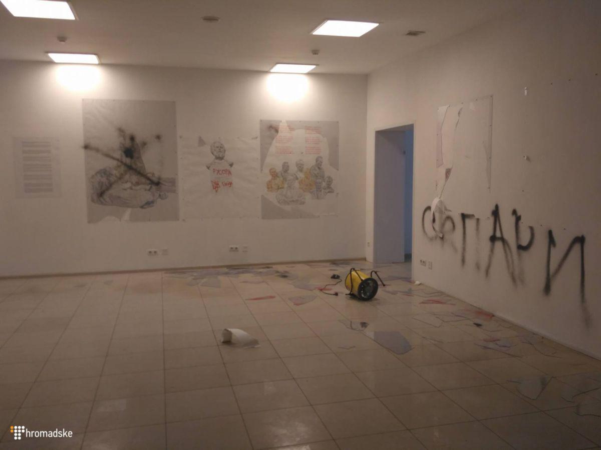 Неизвестные устроили погром навыставке художника Чичкана вКиеве