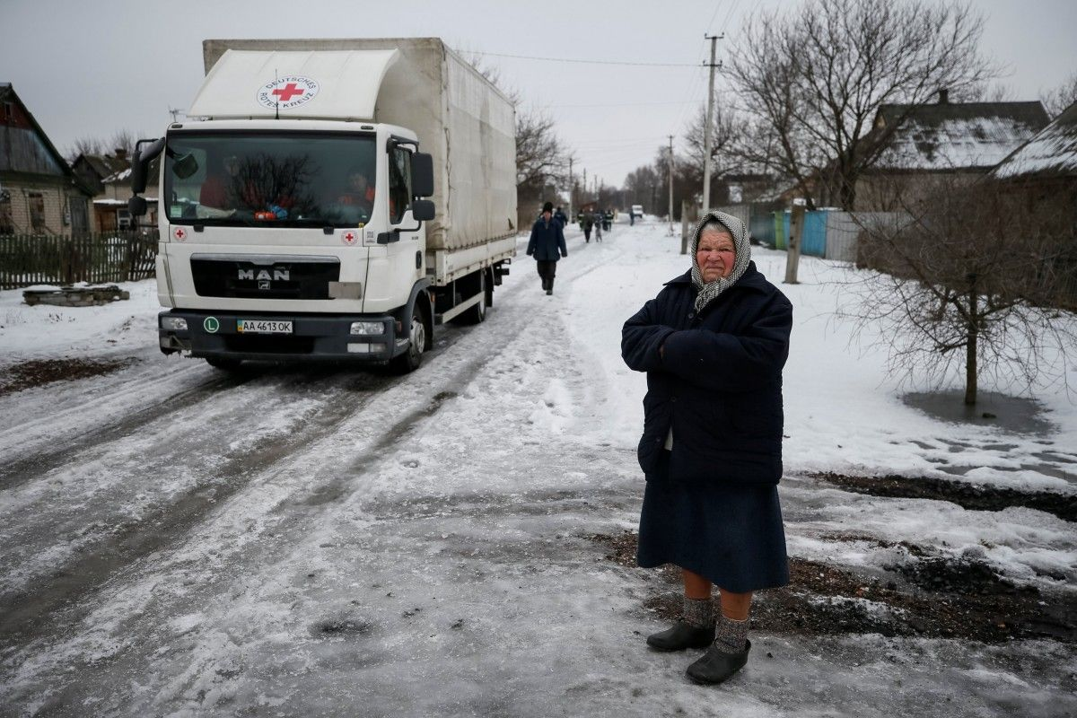 Красный Крест направил вДонбасс восемь фургонов сгуманитарной помощью