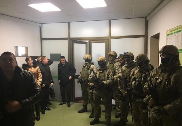 ГПУ и милиция проводят обыски вВолынском облсовете поделу янтарной мафии