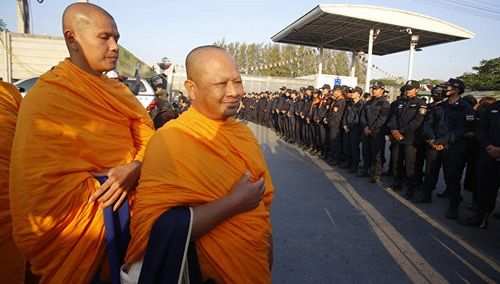 ВТаиланде буддийские монахи иприхожане дали отпор милиции