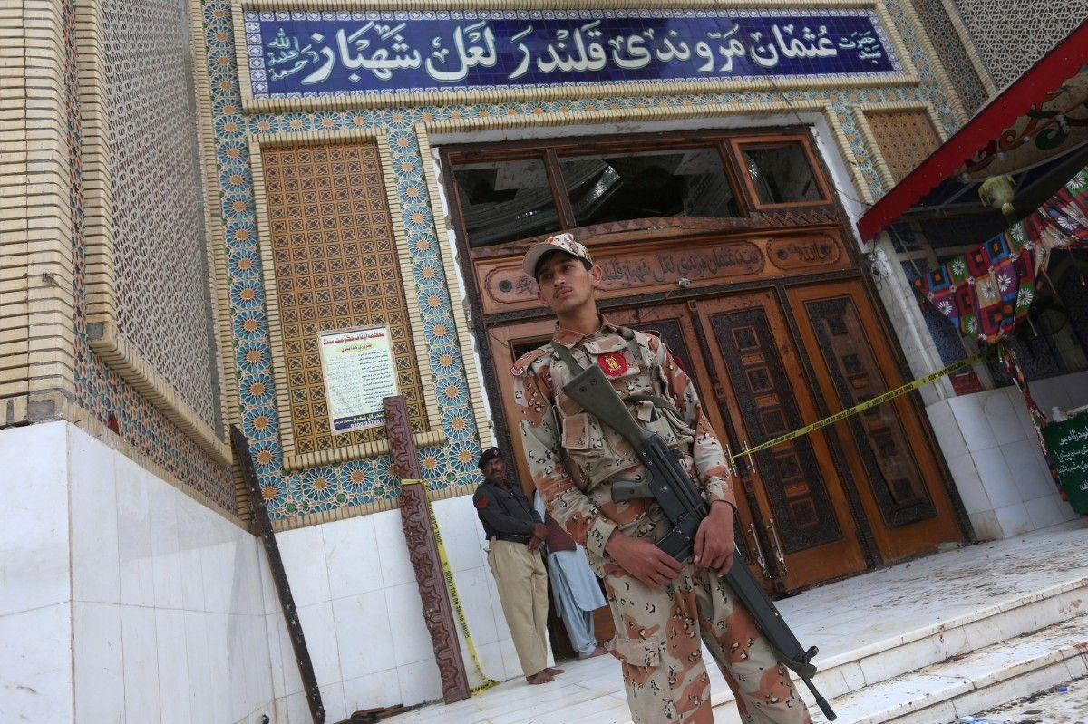 Свыше 30 террористов ликвидированы вПакистане после теракта наюге страны