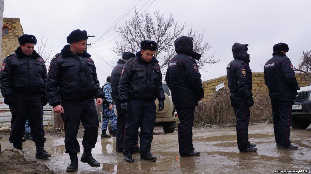 Оцепили весь квартал. ВСимферополе оккупанты арестовали группу крымских татар