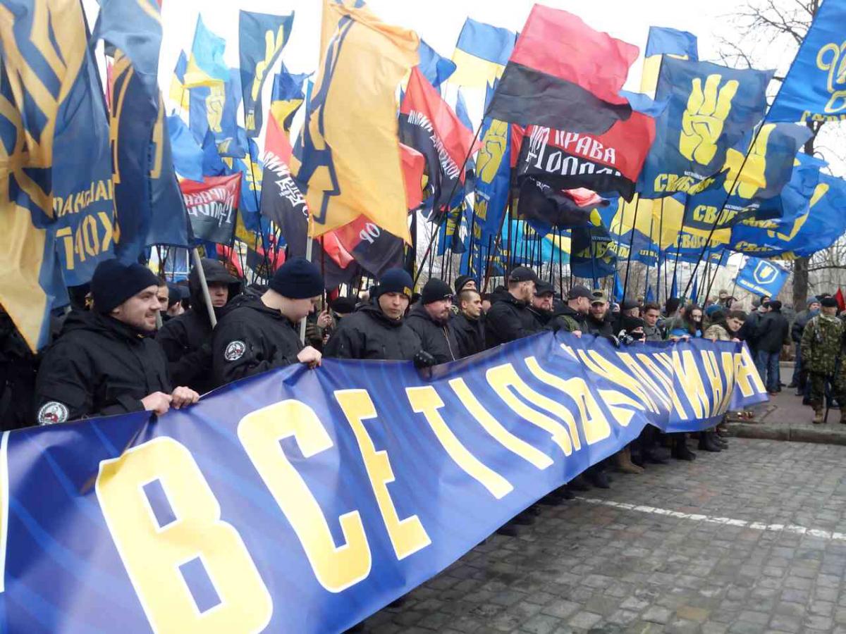 Марш правых сил направляется кАдминистрации президента иВерховной Раде