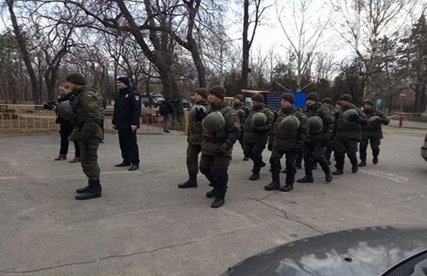 ВОдессе произошла потасовка впроцессе возложения цветов к монументу Неизвестному солдату