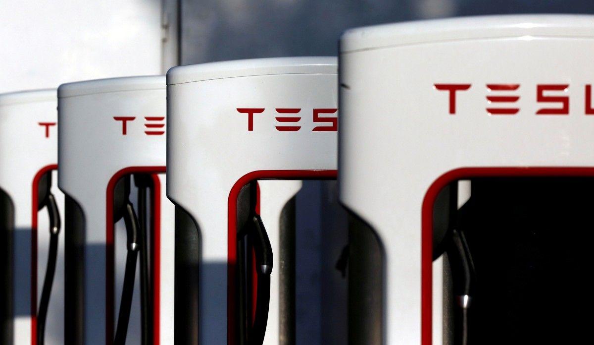 Tesla объявила осерийном производстве самого бюджетного своего электромобиля Model 3
