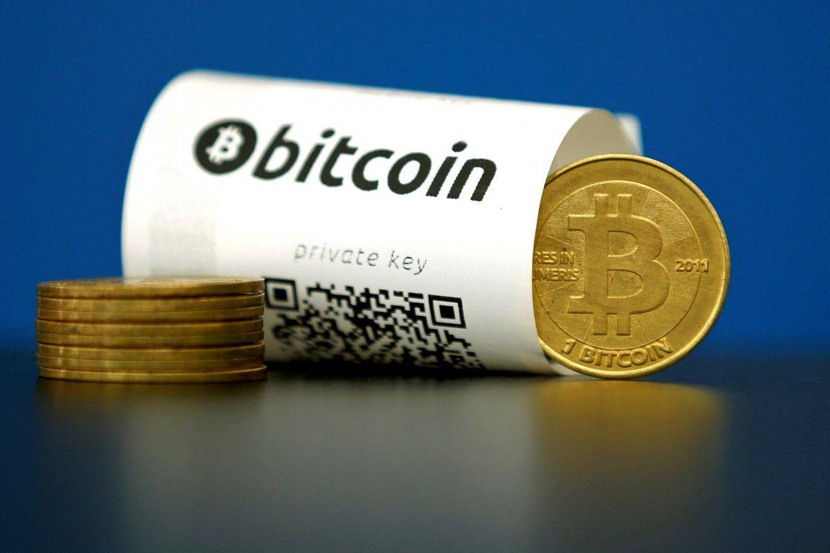 Виртуальна валюта биткоин обновила исторический максимум набирже