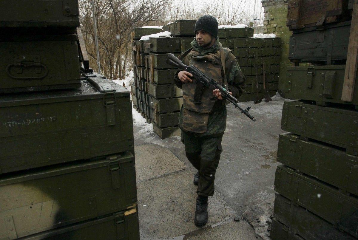 Ссамого начала суток террористы 52 раза обстреляли силы АТО,— штаб