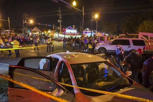 ВНовом Орлеане автомобиль въехал втолпу людей