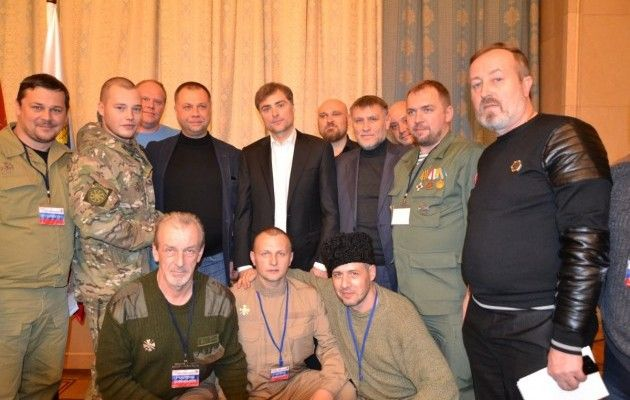 Появились провокационные фото Суркова сбоевиками «ЛДНР»