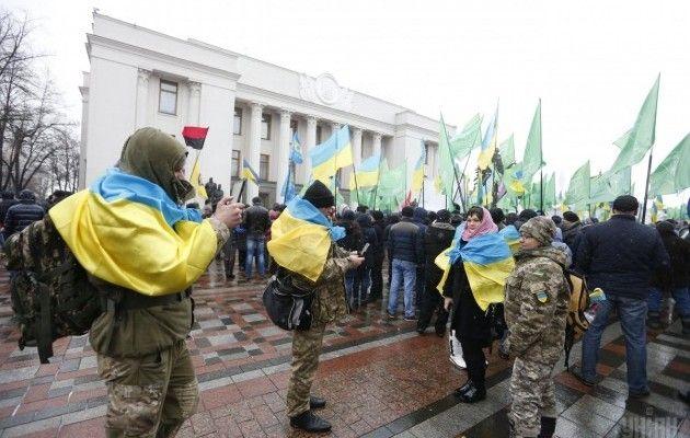 Блокада Донбасса: около Рады митингуют против торговли сОРДЛО