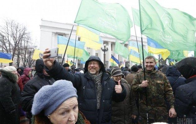 Акция «УКРОПа» запрекращение торговли сОРДЛО проходит под Радой