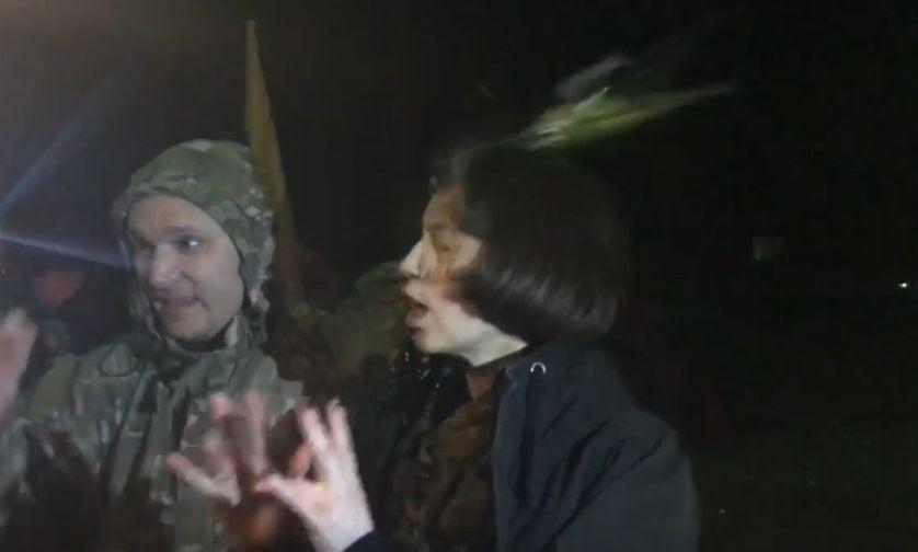 Участники блокады наДонбассе забросали Чорновол яйцами