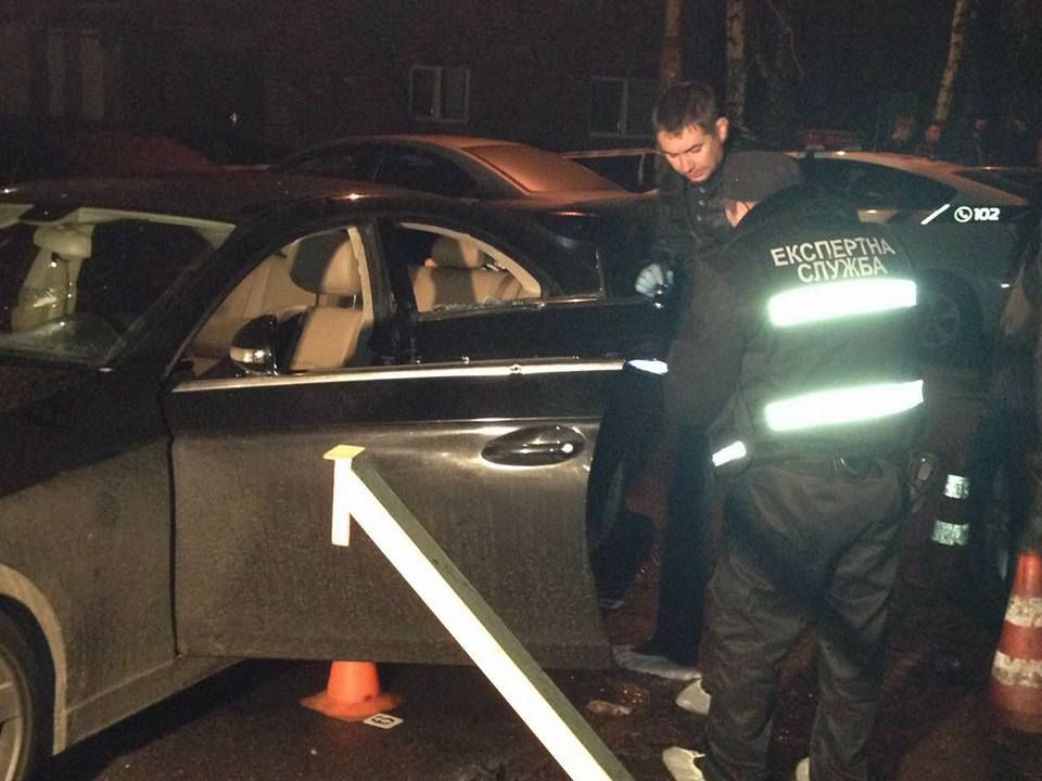 Вцентре украинской столицы расстреляли авто местного предпринимателя сдетьми