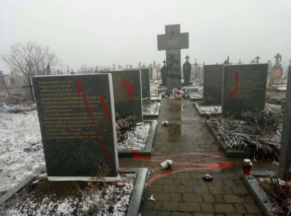 Вандалы осквернили мемориал погибшим полякам воЛьвовской области