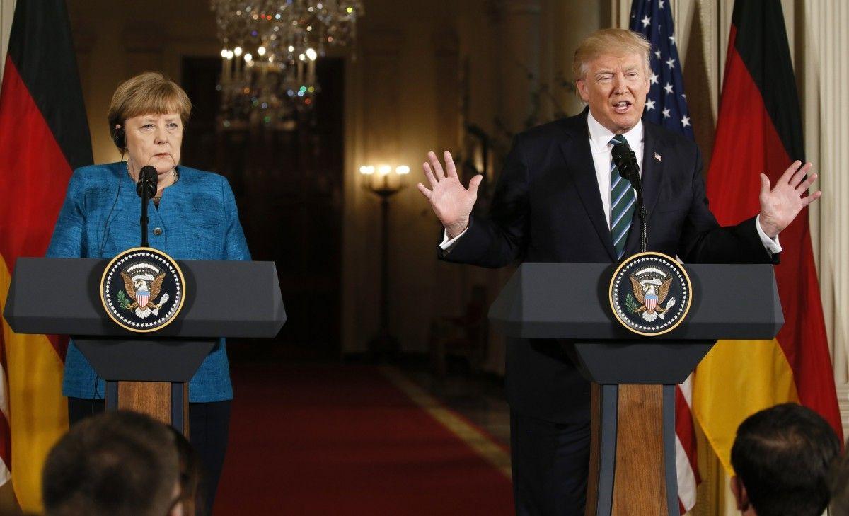 Трамп уверил Меркель вприверженности США НАТО