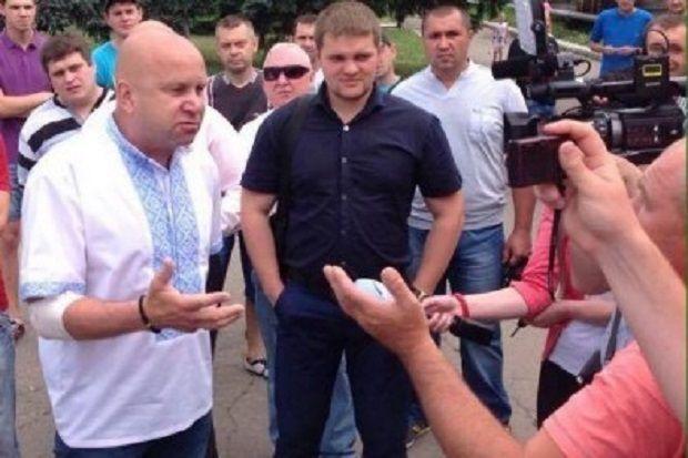 «Зачем эти тряпки?»— Мэр контролируемого Киевом города отказался возвращать украинские флаги