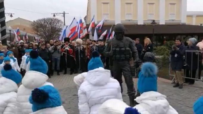 «Ритуальный» танец детей воккупированном Крыму взбесил сеть— Поклоны оккупанту