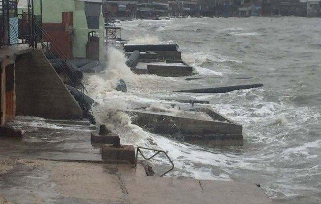 ВКрыму шторм нанес серьезный вред  строящемуся мосту