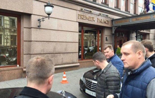 Порошенко вызвал глав СБУ иСНБО из-за убийства Вороненкова