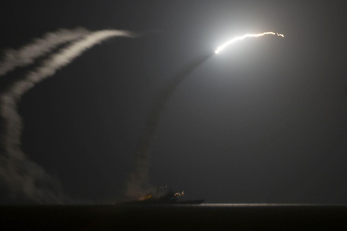 США нанесли ракетный удар поавиабазе армии Асада вСирии