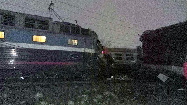 При столкновении поезда иэлектрички пострадали двое машинистов