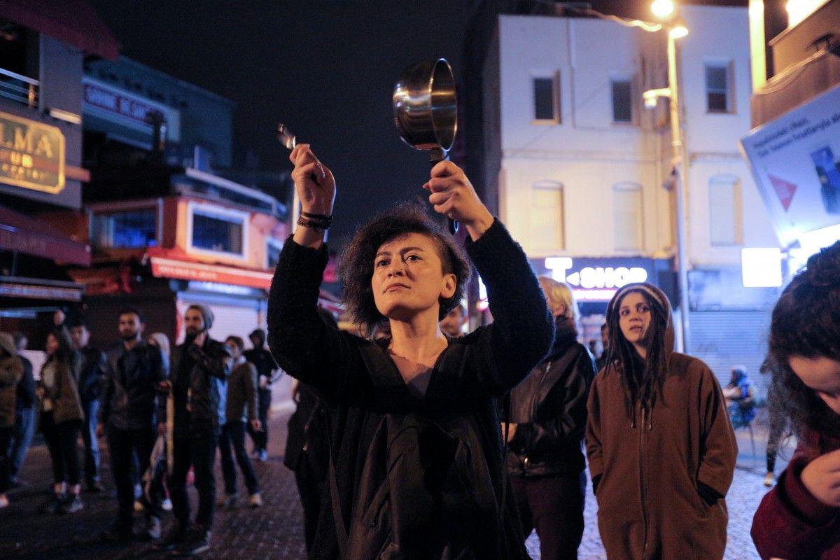Граждане  Стамбула вышли наакцию протеста— Референдум вТурции
