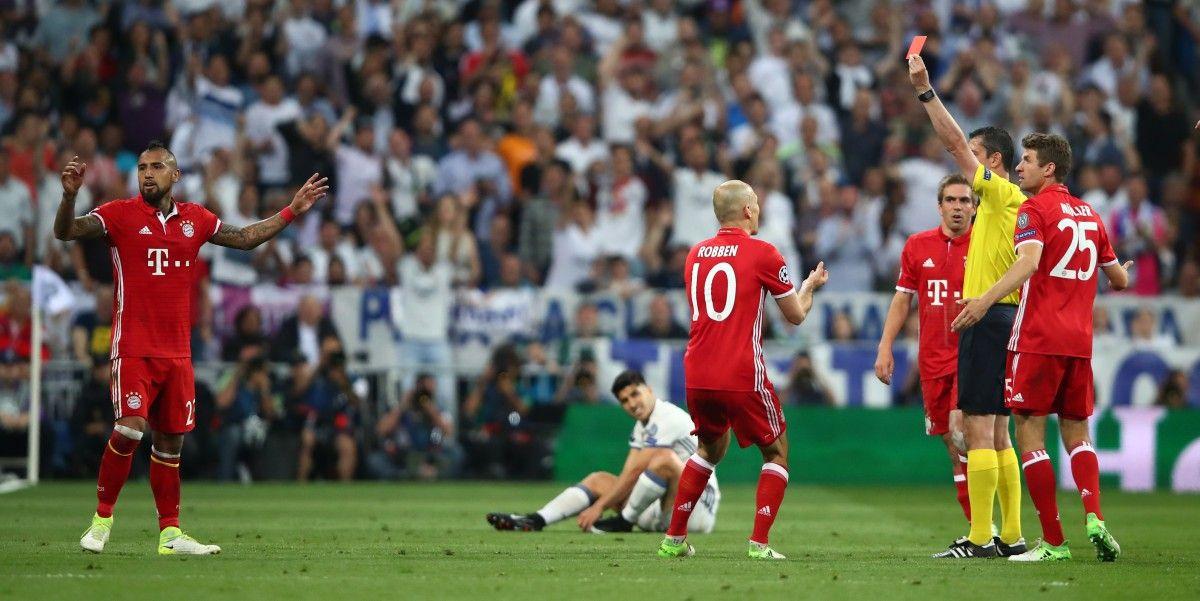 Игроки Баварии вторглись  всудейскую комнату после матча сРеалом