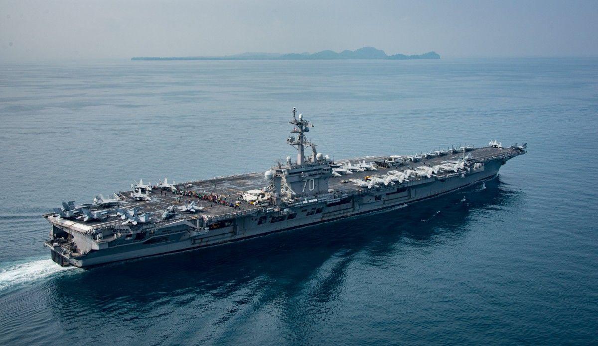 Отправленный вКНДР американский авианосец поплыл в иную  сторону