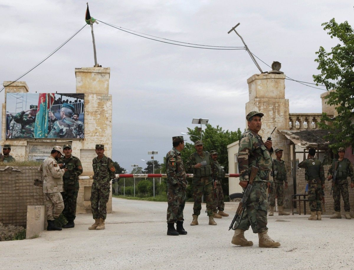 Поменьшей мере 140 военных погибли вАфганистане при атаке «Талибана»