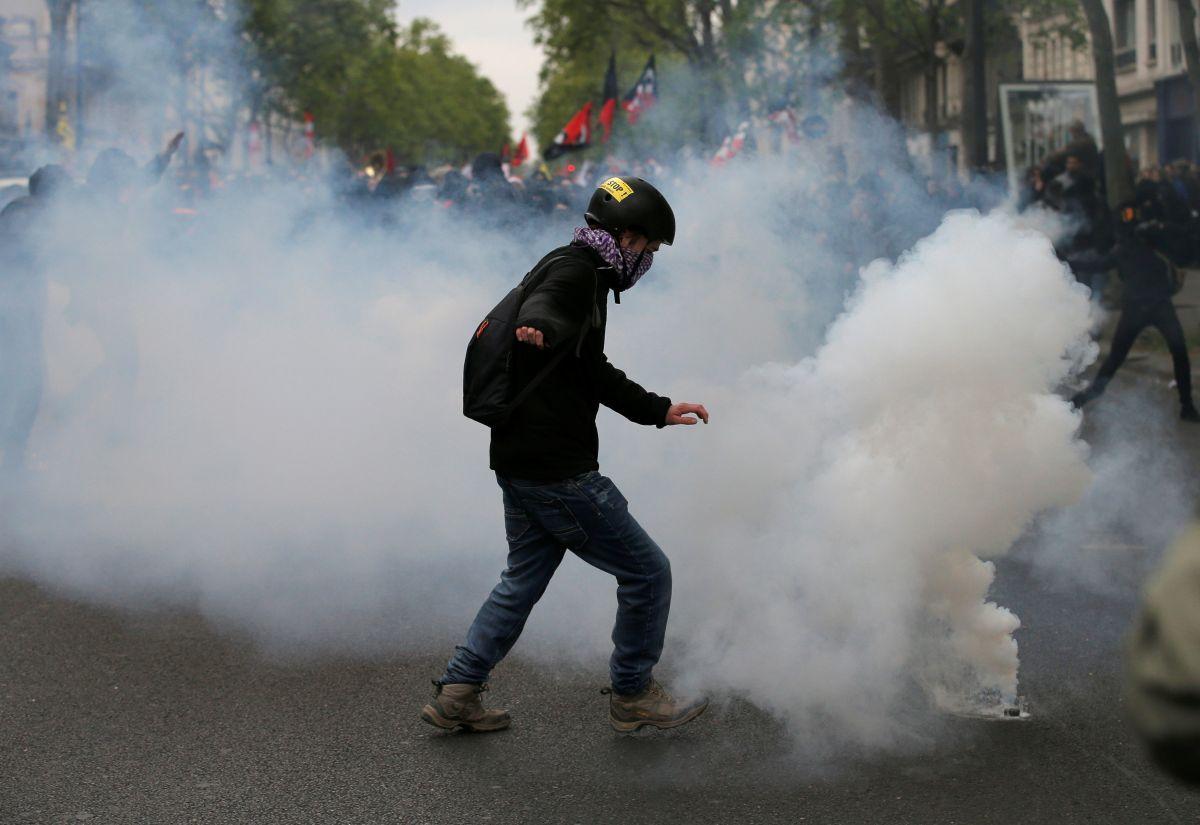 Милиция разгоняет акции протеста встолице франции