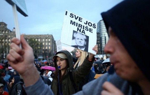 Протесты против результатов выборов расширились вСербии