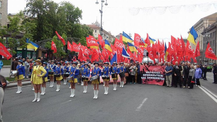НаЕвропейской площади вКиеве проходит митинг вчесть 1мая