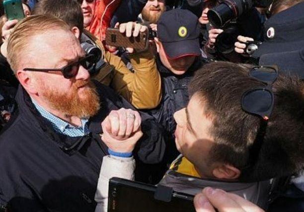 Виталий Милонов едва непострадал вуличной потасовке
