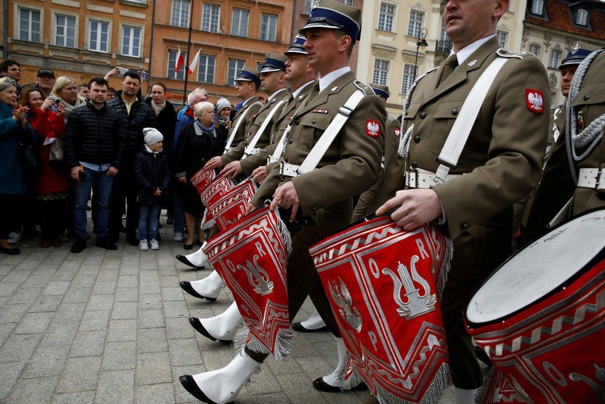 ВПольше начнут сносить монументы, возведенные вчесть советских солдат