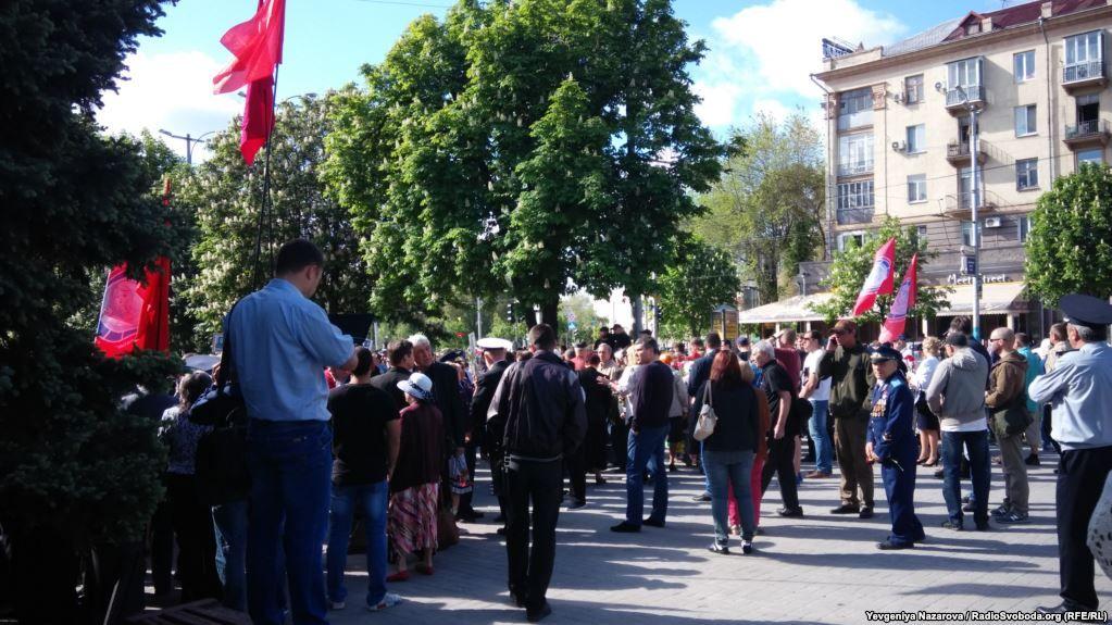 ВЗапорожье происходят столкновения между проукраинскими активистами иучастниками акции «Полк победы»