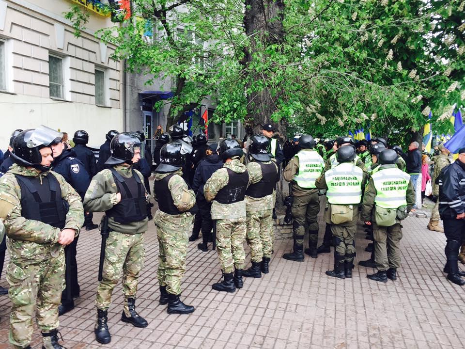 Беспорядки вКиеве: националисты ОУН напали наполицию