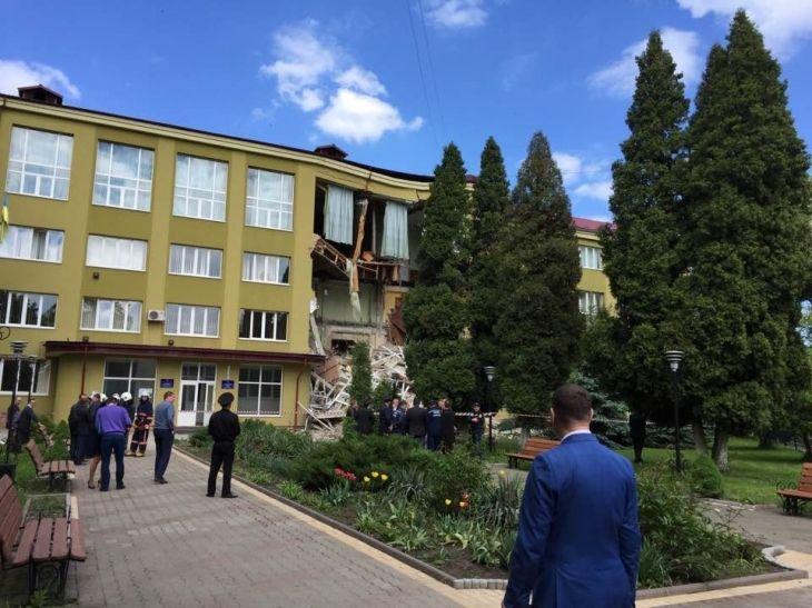 Вколледже Коломыи обвалилась стена иперекрытия: жертв нет, размещены  фото