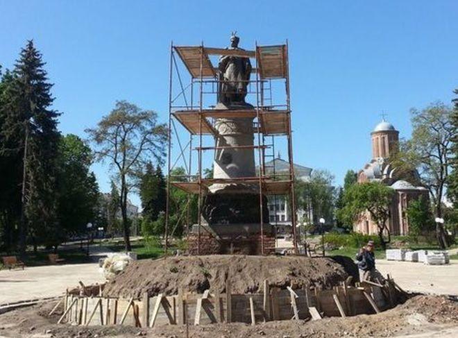 ВУкраинском государстве монумент гетману Хмельницкому повернут спиной к российской столице