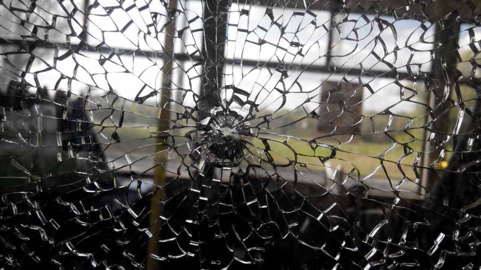ВХарькове обстреляли троллейбус