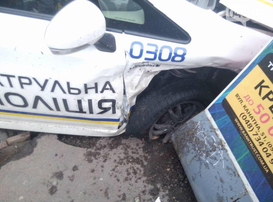 ВОдессе милиция врезалась вмагазин: пострадали две девушки