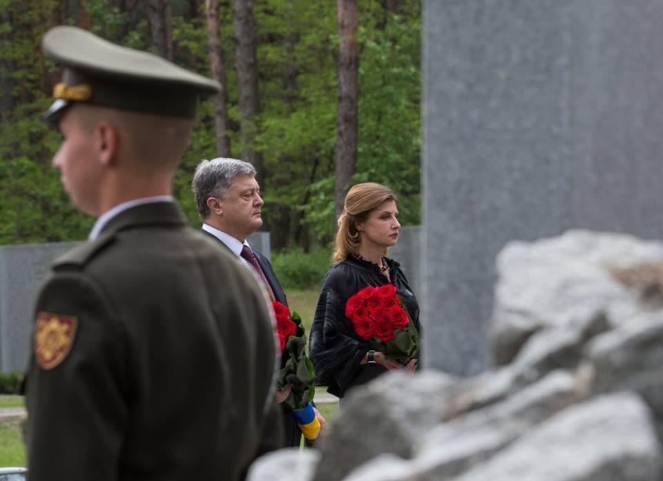 Президент взаповеднике «Быковнянские могилы» почтил память жертв политических репрессий