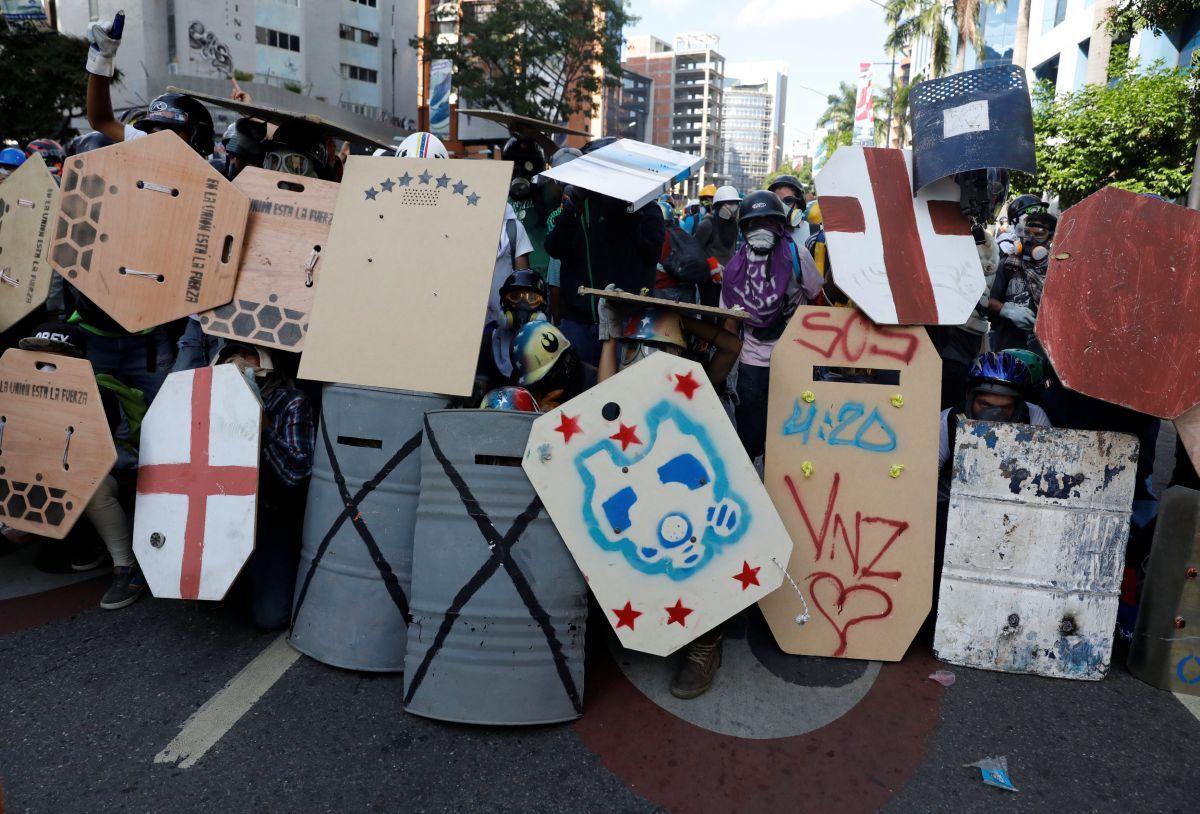 Сотні тисяч людей знову протестували уВенесуелі