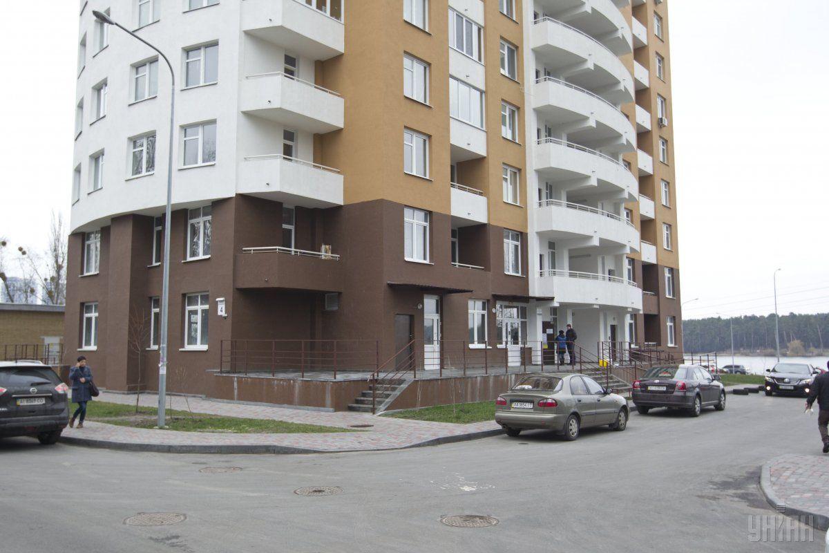 В Киеве девушка поссорилась с парнем, после чего выпрыгнула из окна